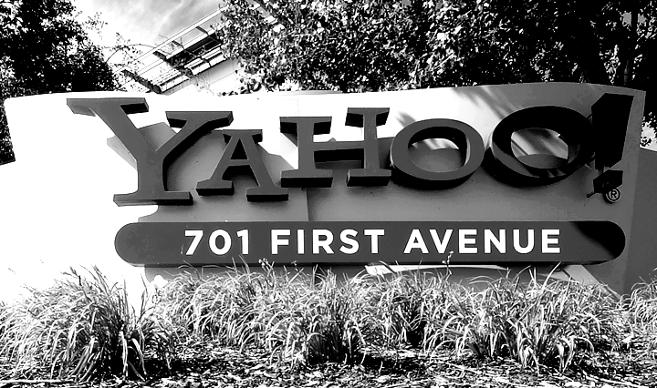 US charges two Russian spies over Yahoo cyberattack